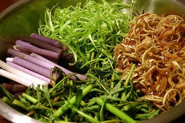 Các loại rau nhúng lẩu, rau thơm tùy thích
