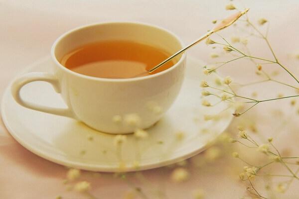 Bật mí cách pha mật ong với nước ấm đơn giản