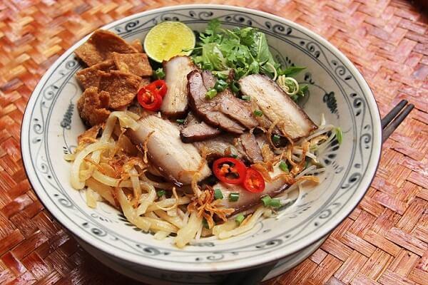 Món này ngon nhất là ăn tại miền Trung và là đặc sản không thể bỏ qua ở Hội An