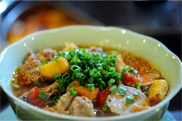 Bún riêu cua là món ăn đặc biệt quen thuộc của người dân Hà Nội