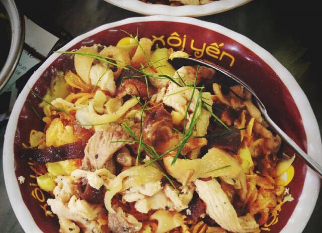 Xôi Yến là món ăn đêm thuộc dạng nổi tiếng, lâu đời nhất Hà Nội