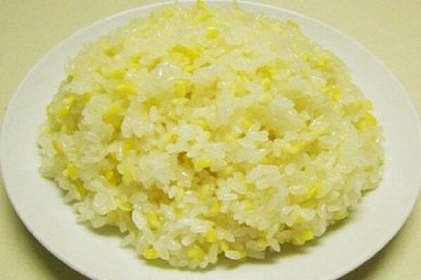 Xôi đậu xanh nước cốt dừa là món ăn bổ dưỡng
