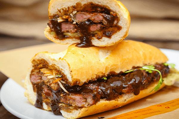 Bánh mì thịt nướng là món ăn yêu thích của rất nhiều người