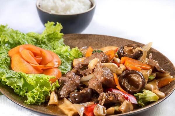 Ở Việt Nam, nấm rơm được sử dụng phổ biến trong ẩm thực