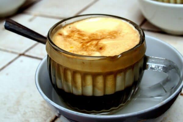 Thưởng thức một ly cà phê trứng Giảng Hà Nội ngon thế này mà không cần phải ra ngoài