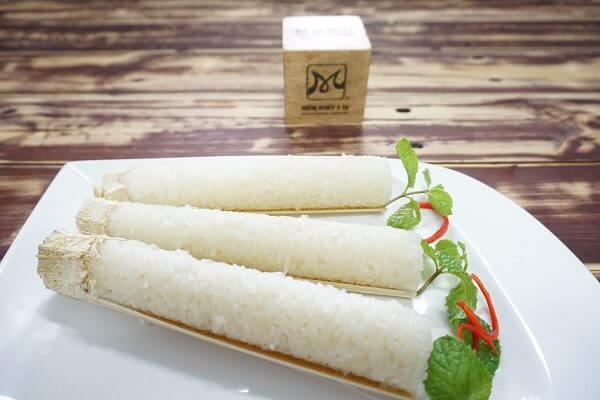 Cơm lam là một món ăn đặc sản của vùng Tây Bắc