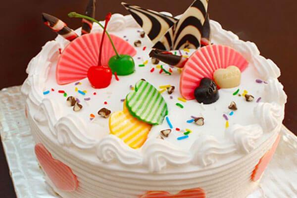 Chiếc bánh sinh nhật xinh xắn đầy ý nghĩa