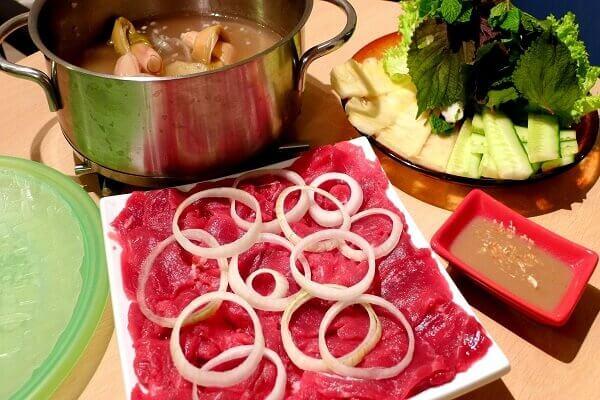Món lẩu bò nhúng dấm được khá nhiều người ưa chuộng
