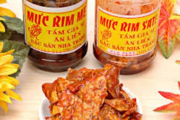 Mực rim me là món ăn chế biến từ mực khô – món đặc sản biển nổi tiếng ở Việt Nam