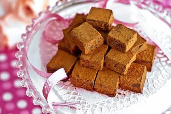 Những miếng Nama Chocolate Cacao mềm và tan ngay trong miệng