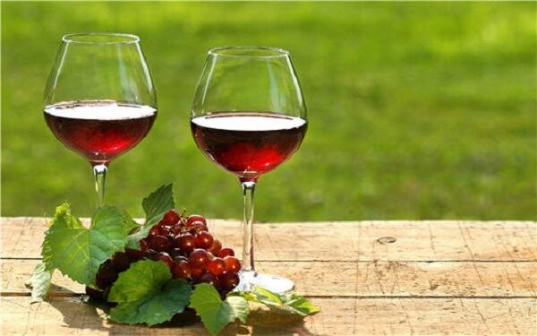 Rượu nho chứa nhiều acid amin, khoáng chất và vitamin
