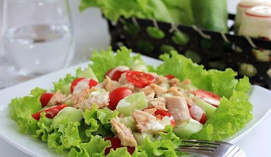 Cách làm salad cá ngừ ngon miệng lại đẹp da