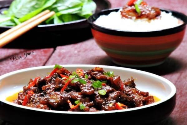 Thịt kho mắm ruốc sả ớt là món ăn đậm đà dân tộc