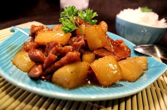 Thịt lợn kho củ cải trắng theo kiểu truyền thống Việt Nam