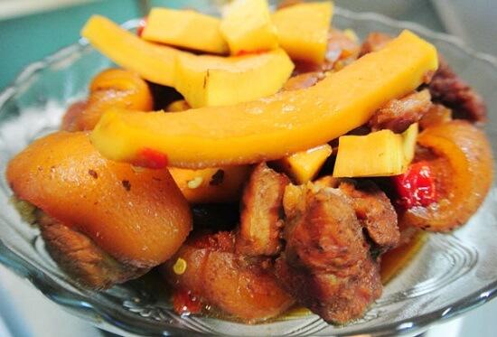 Thịt kho cơm dừa với miếng thịt béo ngậy