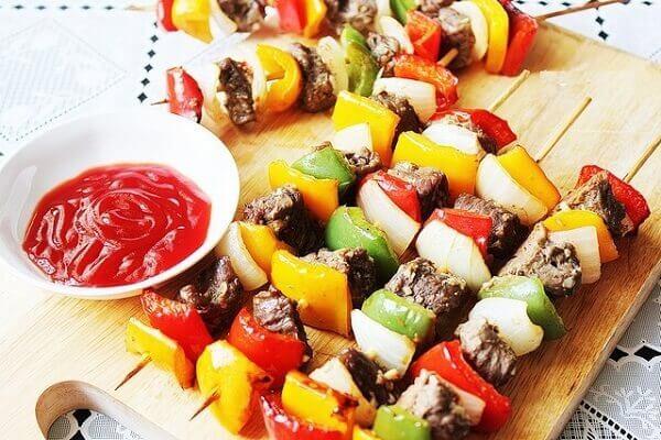Những xiên que nướng rau củ rực rỡ sắc màu