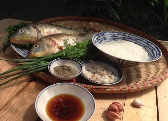 Cá chép và các gia vị nguyên liệu cần thiết