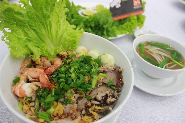 Hủ tiếu nam Nam Vang vị ngọt từ xương heo, của tôm tươi