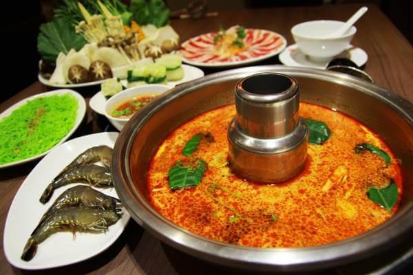 Món lẩu Thái cốt dừa (Tom yum) khá nổi tiếng