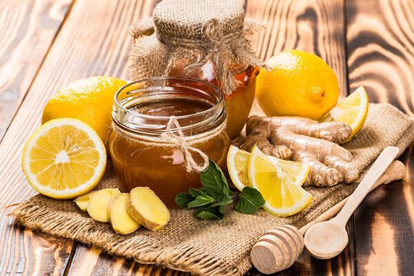 Cách pha nước chanh mật ong uống buổi sáng giảm cân