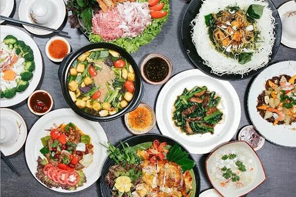 Đa dạng các món ăn với đủ hương vị và màu sắc hấp dẫn