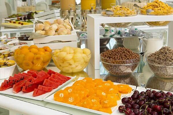 Đồ tráng miệng tại quầy buffet của Royal Buffet
