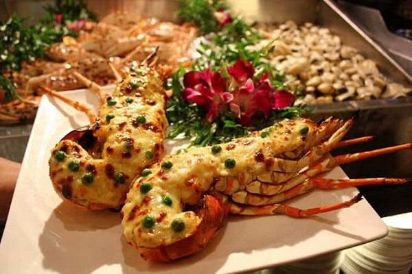 Mỗi món ăn được chăm chút từ khâu chọn nguyên liệu đến lúc trưng bày
