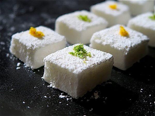 Pisco Cocktail Marshmallow được làm theo phương pháp ẩm thực phân tử.