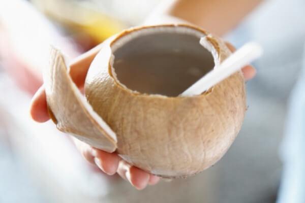 Khi nào thì bà bầu được uống nước dừa? Tháng cuối thai kì có nên uống nước dừa
