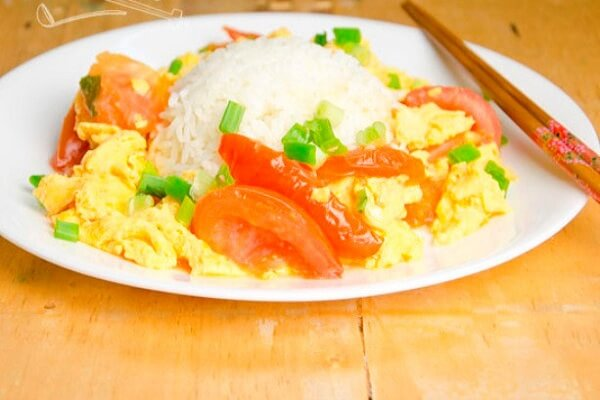 Trứng chiên cà chua – món ngon dễ làm thường ngày