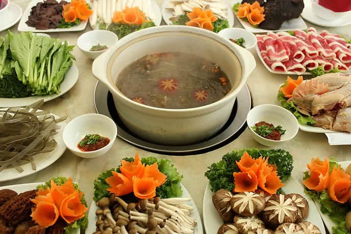 Bữa tiệc tại quán lẩu ngon Hà Nội đầy đủ dinh dưỡng