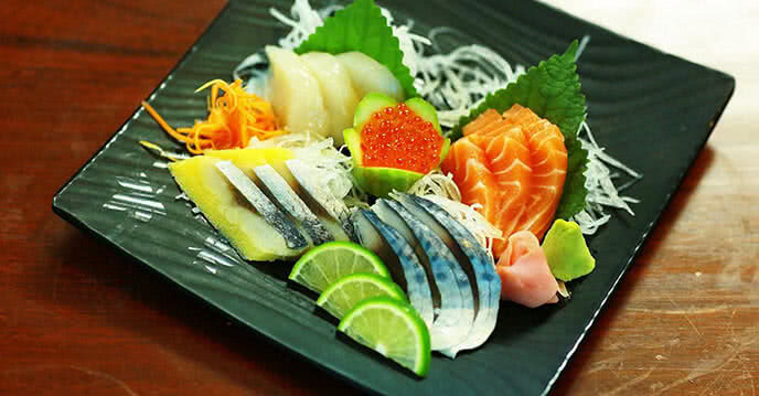 Sashimi tươi sống với màu sắc hấp dẫn