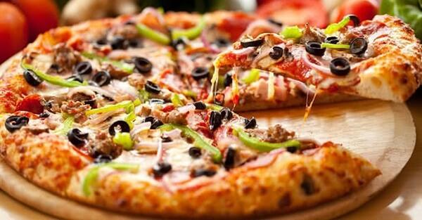 Thành phẩm của cách làm bánh pizza bằng nồi cơm điện
