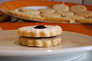 Cách Làm Bánh Quy Bơ Không Cần Lò Nướng Đơn Giản