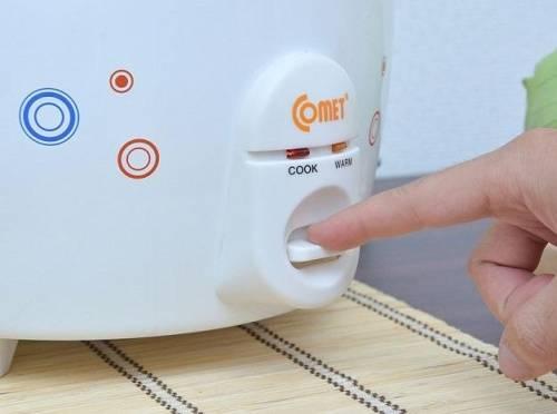 Cho dầu ăn và bơ vào nồi và chuyển sang chế độ cook