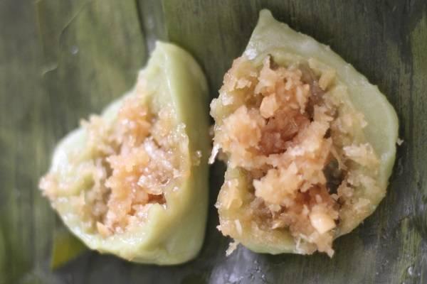 Bánh ít nhân đậu, dừa với bột gạo nếp