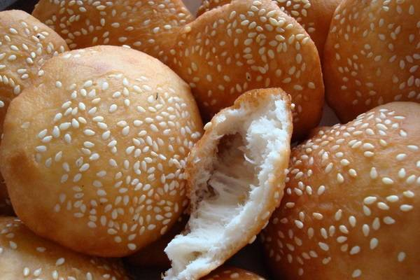 Bánh tiêu làm từ bột mì và men nở