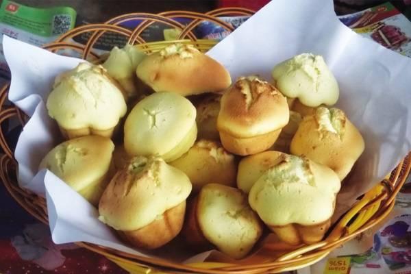 Bánh thuẫn làm từ bột năng, bột mì và trứng