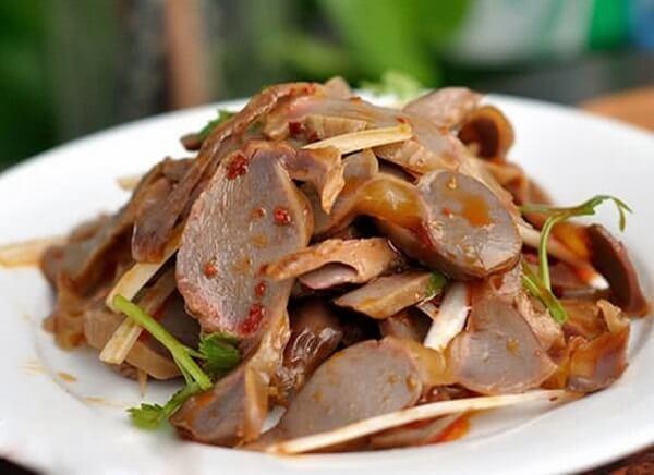 Món 1: Mề gà trộn giấm và dầu ớt