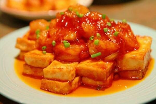 Đậu sốt cà chua là món ăn đơn giản trong bữa cơm của gia đình