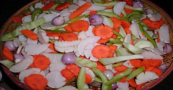 Đu đủ, cà rốt, su hào bạn có thể cắt lát hoặc tỉa hoa