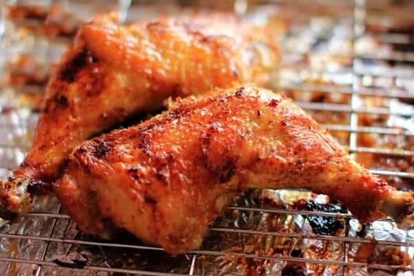 Trong thời gian nướng gà thì cứ 10 phút quết sốt 1 lần