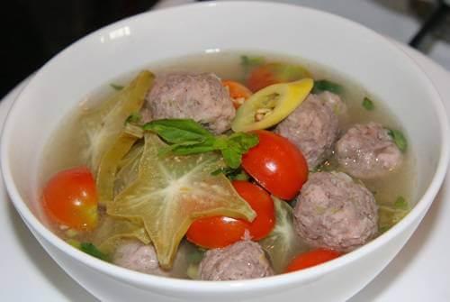 Canh thịt bò nấu khế và cà chua