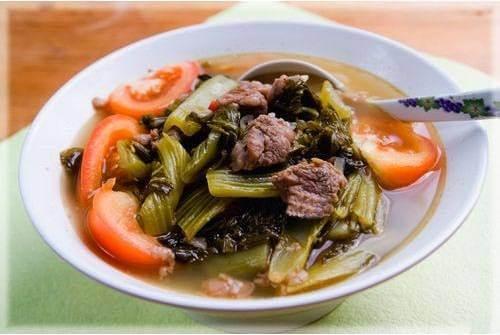 Canh dưa cải chua và thịt bò