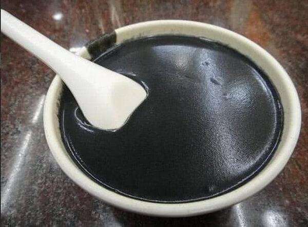 Chè mè đen cứ phải ăn nóng mới đúng vị