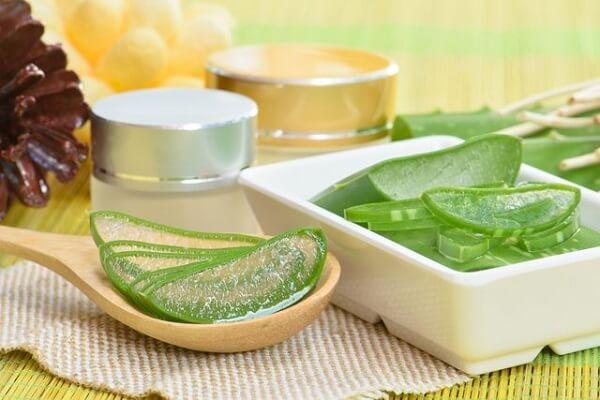 Thanh lọc cơ thể với cách nấu nha đam đường phèn lá dứa không đắng