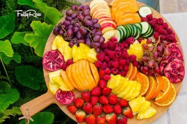 Đôi khi bạn chỉ cần tạo ra một tâm điểm, ý tưởng dọn trái cây sẽ đến ngay với bạn theo cách như thế này.