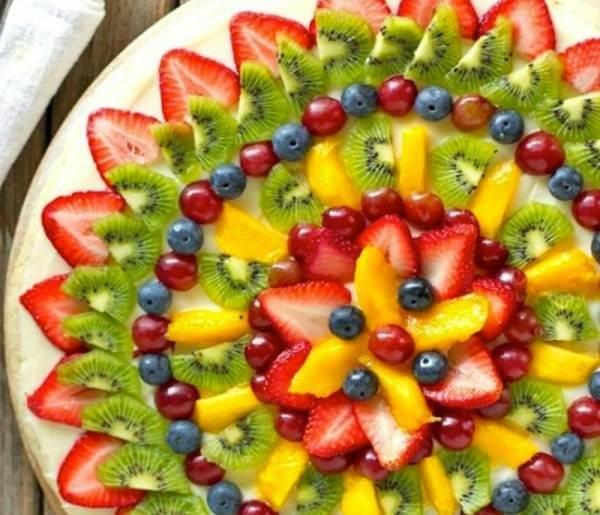 Bạn cũng có thể tạo ra những dĩa trái cây kiwi đầy sắc màu và đủ hình dạng như thế này.