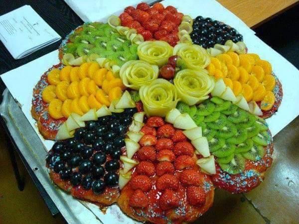 Chỉ với những loại trái cây đơn giản, bạn cũng có thể tạo ra những dĩa trái cây bắt mắt với chút tài sắp đặt.