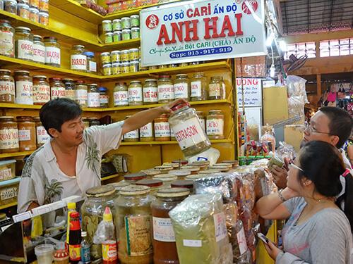 Sạp Anh Hai - Địa chỉ: Chợ Bến Thành- Sạp Người Ấn Độ - Sạp số 915 - 917- 919.